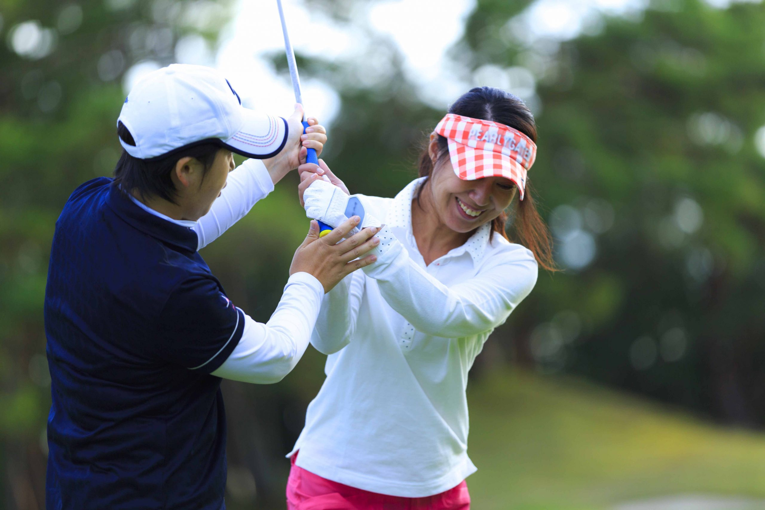PuttBANDIT | Visibly Better Putting | A woman having a golfing lesson